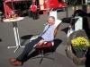 Mario Graalmann im Sessel aus einem Öltank gebaut
